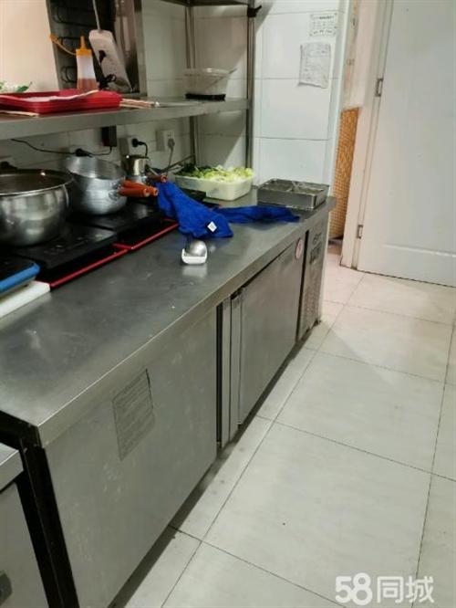 八成新厨房冰箱,带三层不锈钢货架子和一台砂锅六眼灶出售