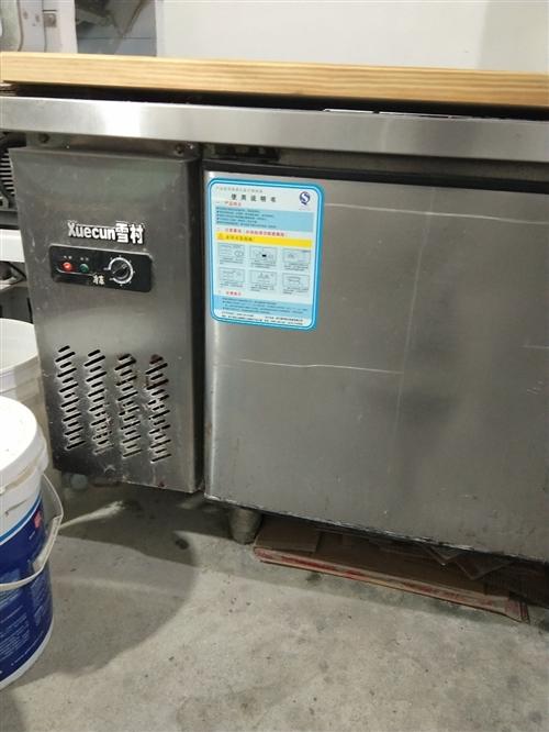 低價轉讓雙溫冰柜工作臺,七成新