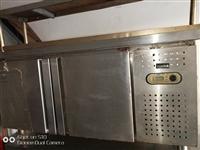 8成新操作台、小笼包蒸,9.5成新煮面炉底价处理,有需要的速联系,价格好说