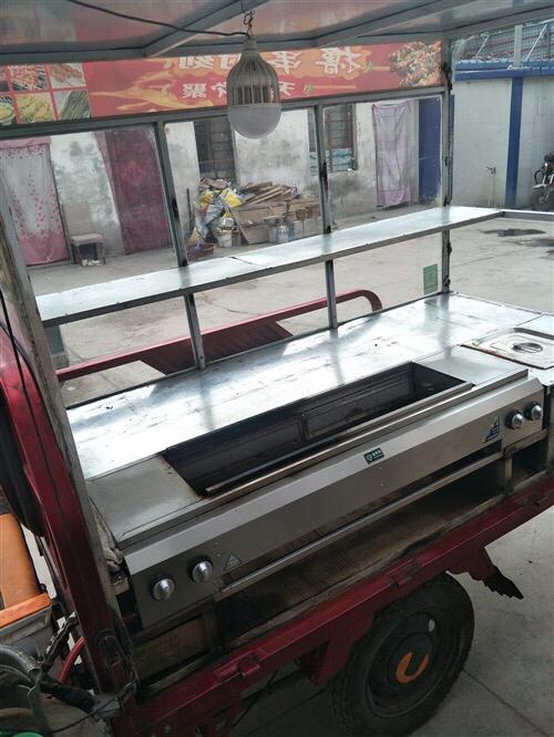 求購。長1.2.寬40高1米左右燒烤玻璃柜子或架子,和一把直徑2.4米左右遮陽傘如圖!價格合理,價格...