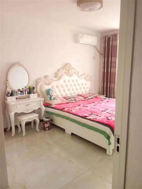 欧式主卧床+床垫+床头+床头柜,2米*2.3米,95成新,因房子出售,便宜处理!不讲价!