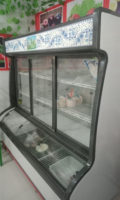 因家里有事水果店不干了,現處理貨架和冷藏柜,2米?0.85米冷藏柜剛用幾個月,有要的聯系。