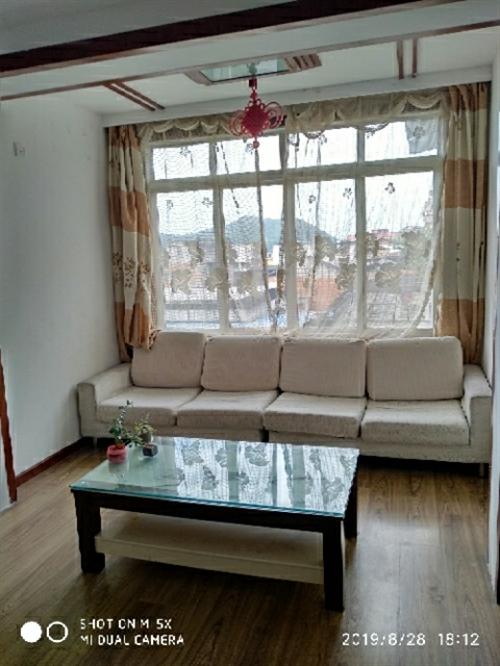 晓霞路4楼两室两厅精装家俱