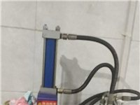 液压饸饹机和一个保温桶,九成新的,有需要的朋友了可以打电话面议。电话,18740504200