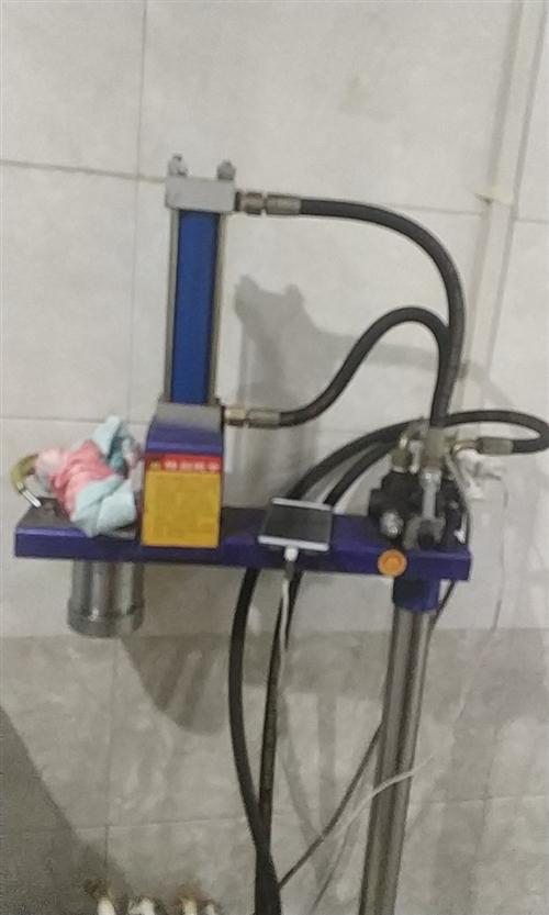 液壓饸饹機和一個保溫桶,九成新的,有需要的朋友了可以打電話面議。電話,18740504200