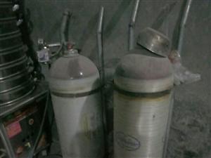 转让一年不到,燃气包子火,包子笼15层,两个改好天然气罐,