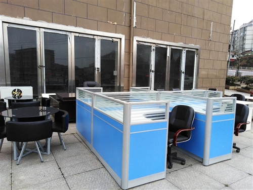 八成新老板槕、办公卡座等办公用品超低价出售。联系电话13885006489。