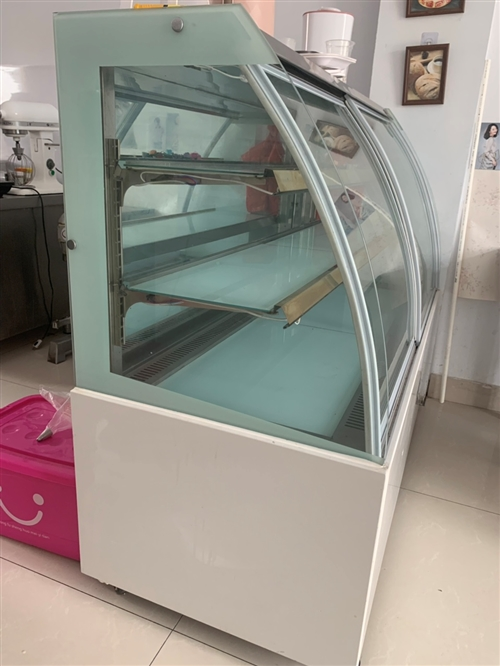 自己买的烘焙恒温展示柜,放了两年一直没用上,9成新,现半价出,有意向的电话联系