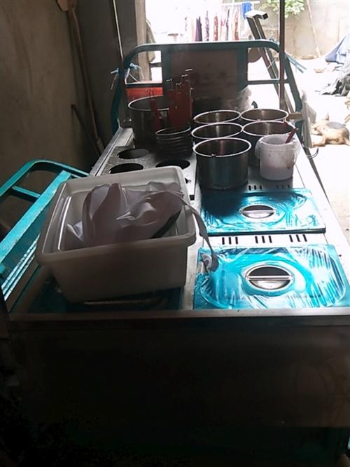 刚买的小吃车操作台,可串串香,麻辣烫,东关煮酸辣粉,热干面,所有东西配的都有,因本人另有发展,急售