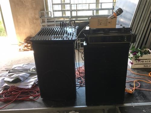 出售专业进口单15音响,带公放、接收器、话筒,调音台!随时可以看货、验货!音色,质量决定没问题,调音...