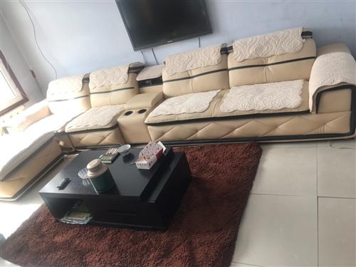 真皮沙发原价8千。现价3000。两张双人床+席梦思350。电脑桌+电脑1千米 还有俩液晶电视50寸的...