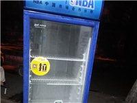 出售8.8成新精品展示柜一台性能良好,挣钱机器