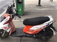 二手踏板摩托,新車3680,淘寶上價格3300,車齡不到2年,電瓶都是剛換的全新。售價1500。有需...