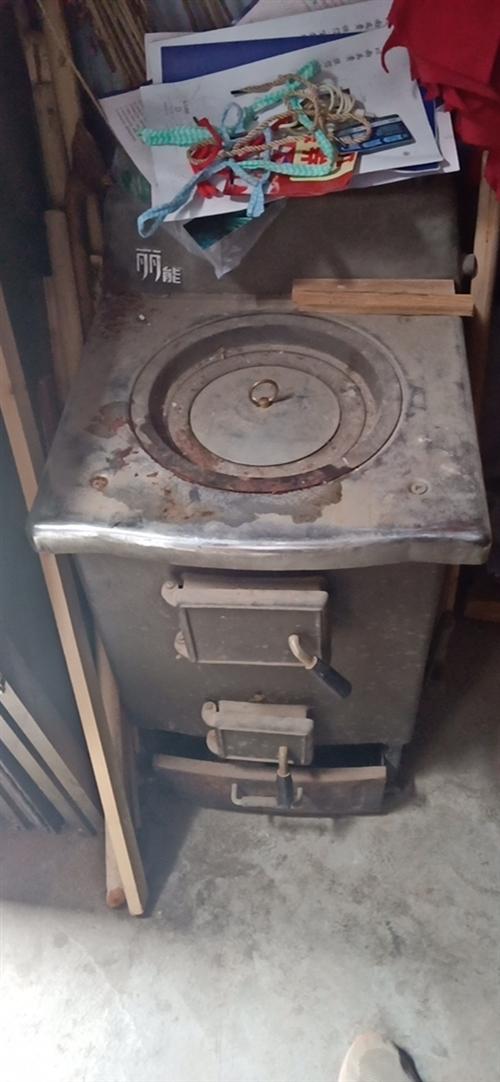 **大采暖爐,**,拆遷下來的。沒用過,供應3層樓