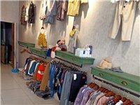店里货架7套,模特2个,射灯20,小孩衣架200多个,裤子衣架100多个,小吧台1个,全部9.9成新...