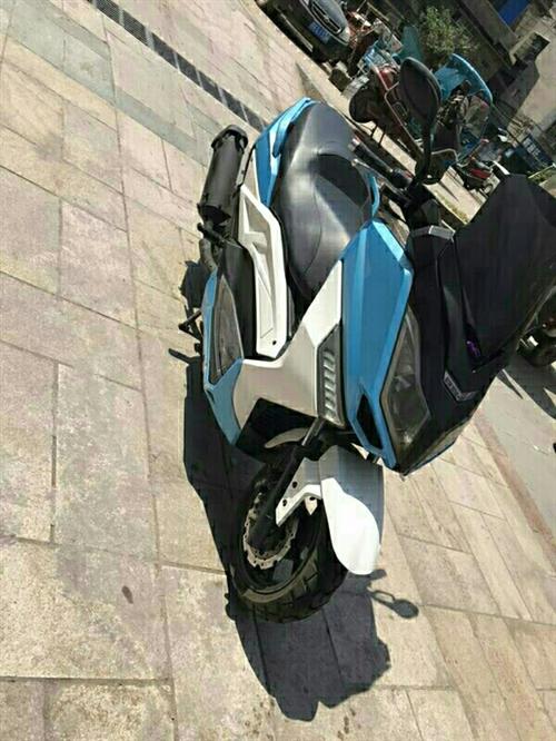 马杰斯特T9踏板摩托,九成新,因要外出,打算转手,里程1.7w公里,蓝白拼接无改装,带音响,头盔,刚...