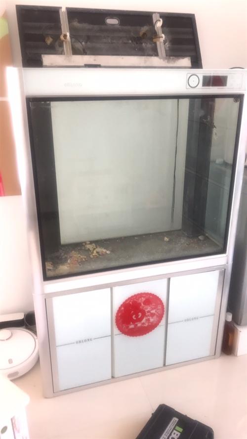 鱼缸送人,有点漏水,修补一下可以用。需要自己搬,德令哈地区需要的联系。