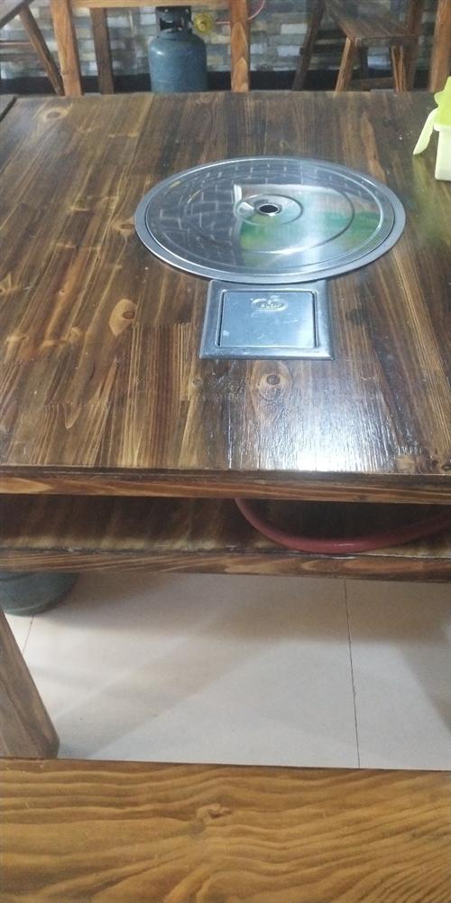 本人有火鍋桌及不銹鋼湯桶出售,需要者電話聯系。全部九層新。