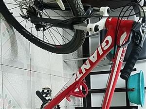 捷安特牌ATX730山地自行车,自己上下班骑行,很爱惜,保养的不错。因换车闲置现在处理,有意者联系。