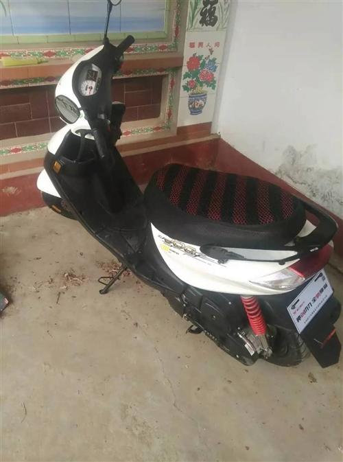 購買的雅馬哈發動機助理摩托,跑啦不到3000,不想騎給他尋個好人家,