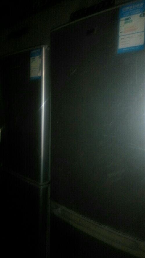 有六个旧冰箱出售,名牌机,容声冰箱,新飞冰箱,海尔冰箱。成色新,正常使用,保一年,管不到一年全额退款...
