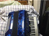 百迪96贝斯手风琴,2016年购置,因为不懂买大了。本人年纪大个子小,抱着太累,所以基本没怎么用过。...