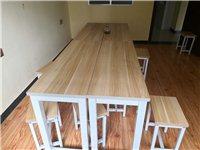 九成新九套桌椅闲置出售,每套一桌两椅,适合辅导班、办公使用,价格面议。