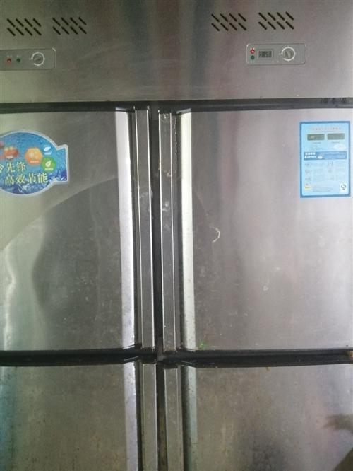 四开门的冰箱上面冷藏下面冷冻,展示柜一个,消毒柜一个,猛火灶台一个,抽油烟机,操作台,桌椅板凳7套,...