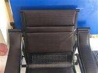 出售9成新辦公桌子,有意者電聯,價格面議,非誠勿擾!