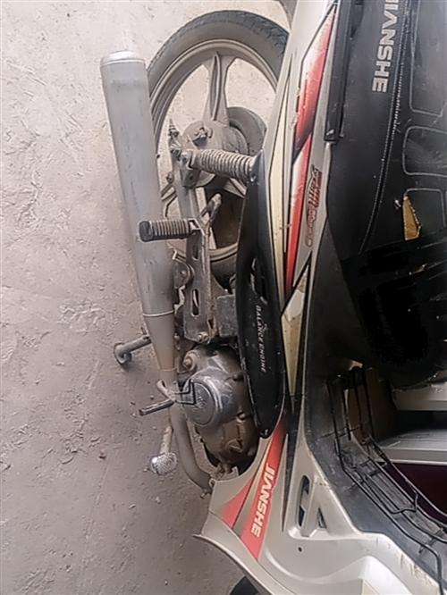 摩托車,建設雅馬哈110。車子是很久了,但是騎著發動機杠杠的,一建電子打火兒,前輪剛換的新內外胎,有...
