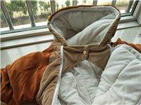 童車,嬰兒冬季防風防寒外出服,買了一次沒有穿過,現在孩子三歲了,有需要的寶媽速度聯系,25元,同城自...