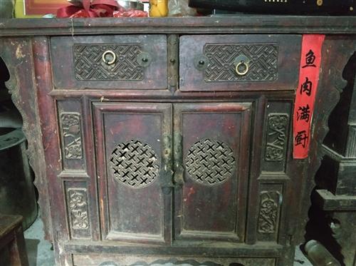 家里有几件老橱柜,想帮老人卖掉有要的就联系