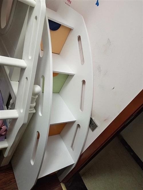 本人有一个梯柜,才买4个月,很少用,95新。低价处理腾地方。200块,自提。