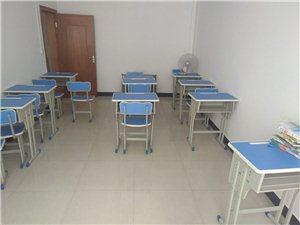 培训班一批桌椅转让,买了一个月左右,全新,20张,有需要的请来电。在城北一路这边。