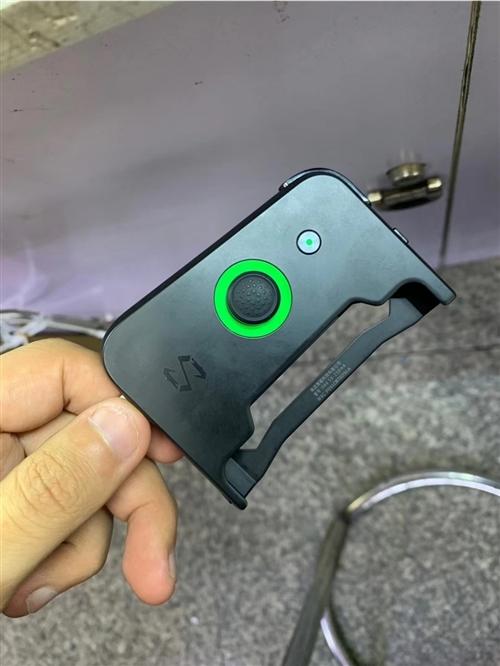 黑鲨 1 代 外观98 新8?128G  带游戏手柄 机主保护的相当爱惜 转手价 1399