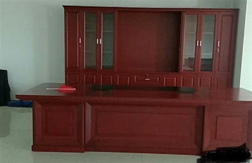 公司搬遷九五新總裁辦公家具一套 3.7米辦公桌椅3.8米配套書柜