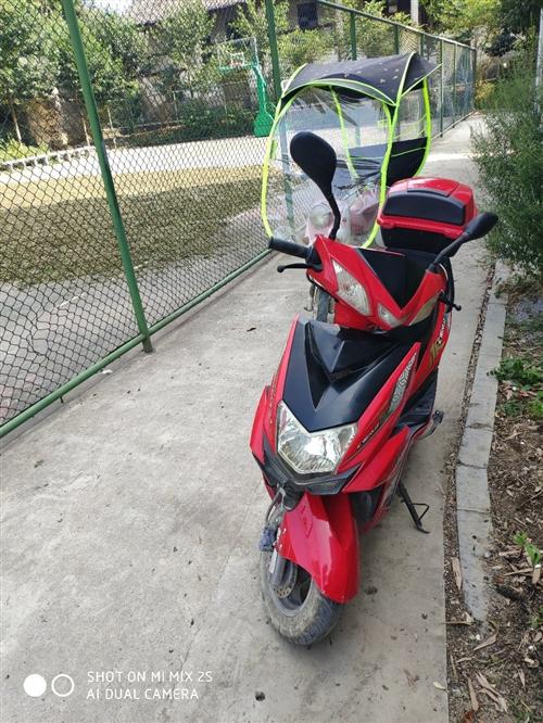 本人有一輛踏板摩托車出售,價格1500元。車況好有意向面議