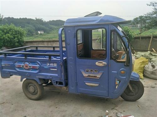 因本人要外出, 特将一辆闲置的富贵全电动三轮车出售  橙色好 动力足 买了2年 有意者先看车后交易。