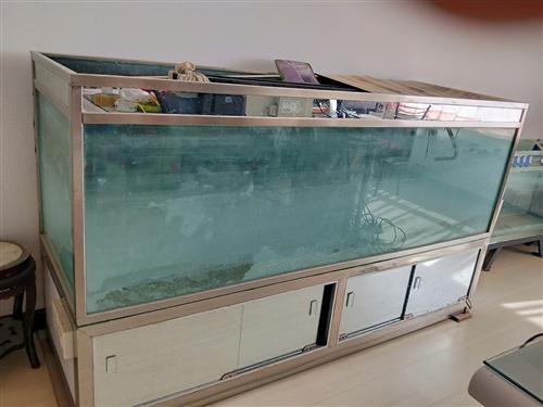 出售大型落地魚缸,180×55,有意者聯系我,15393259035,張女士。