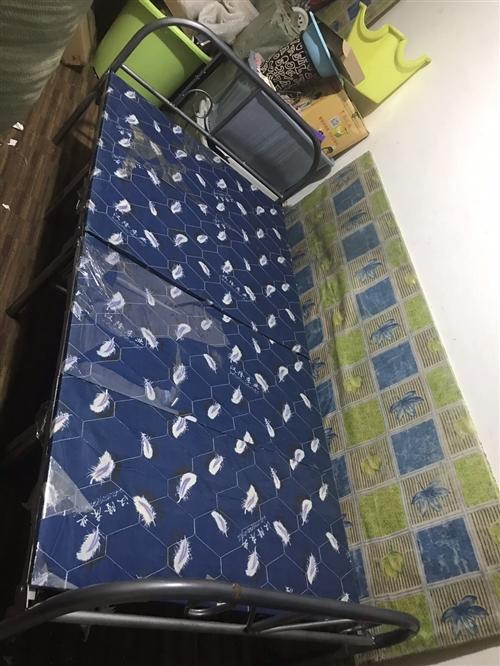 單人折疊床,因搬家低價出售,有相中的朋友電話聯系,13845855644