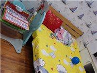 1.5米實木床,原價500多元,買來放兒童房的,孩子小(現在幼兒園小班:) 沒睡過,現在準備在屋里做...