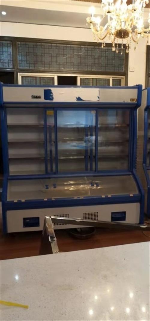 两台九成新的保鲜冷藏柜,使用不到半年,适用烧烤,大排档,串串,火锅店等餐饮店,现半价3500两台低价...