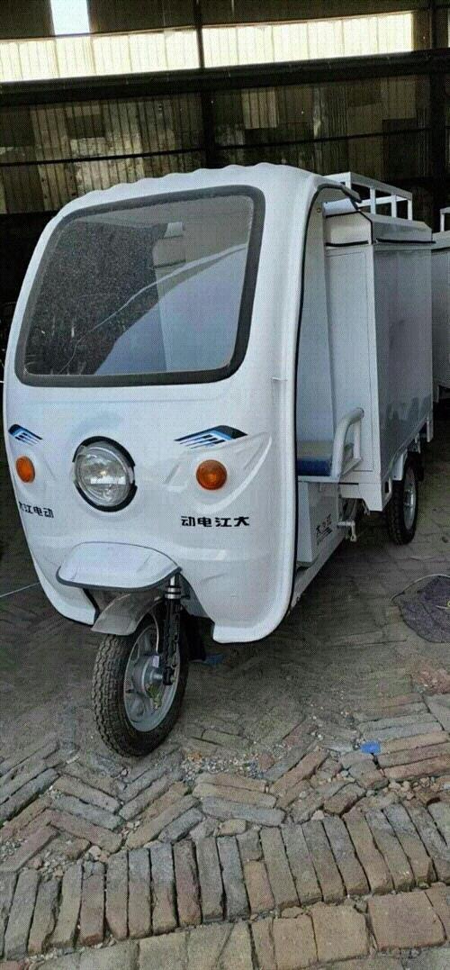 快递一体三轮车,买来骑了一个半月,装两组6038的电瓶,现在低价出售,联系电话13993766212