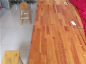 大量低价出售成套二手桌椅,八成新,价格美丽,欢迎咨询