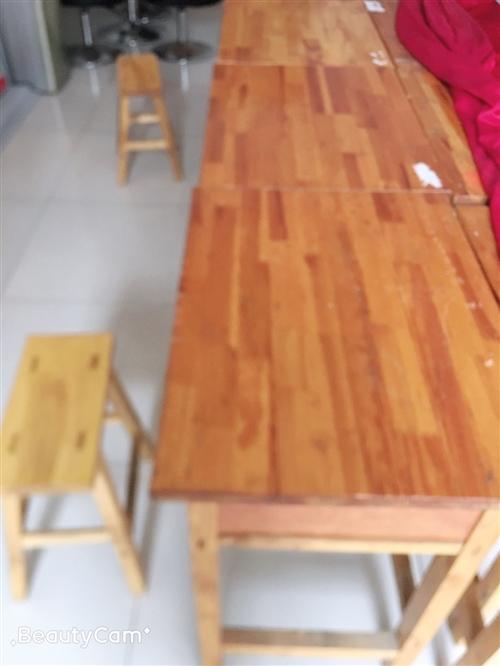 大量低價出售成套二手桌椅,八成新,價格美麗,歡迎咨詢