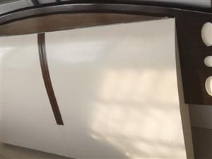 床是純手工打造的 1米8乘2米的 扔了挺可惜的 現在便宜出售