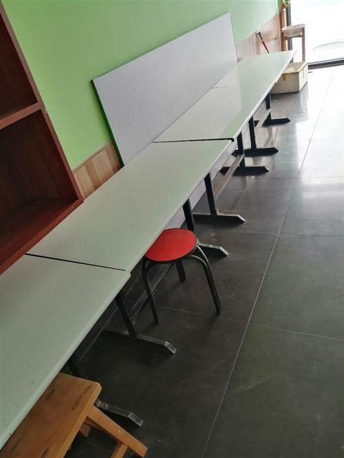 餐桌,小床,課桌便宜處理。