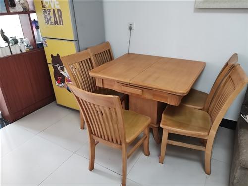 伸缩餐桌,买来一年没怎么用,很新,带椅子。老婆要换北欧风所以出售!  中心大街常霞广场!