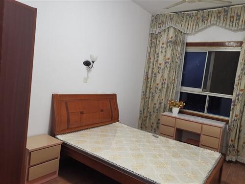 珠海東路仿古街邊上,二室一廳,家電齊全,拎包入住,月租1000元,聯系電話19970893971