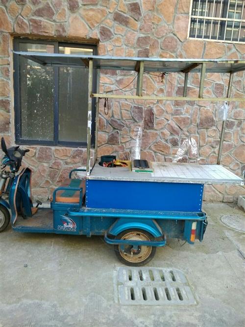 家里做小生意的小型電動三輪車,有車棚,潢川本地自提。可議價,非誠勿擾。地址:開發區海龍國際花園